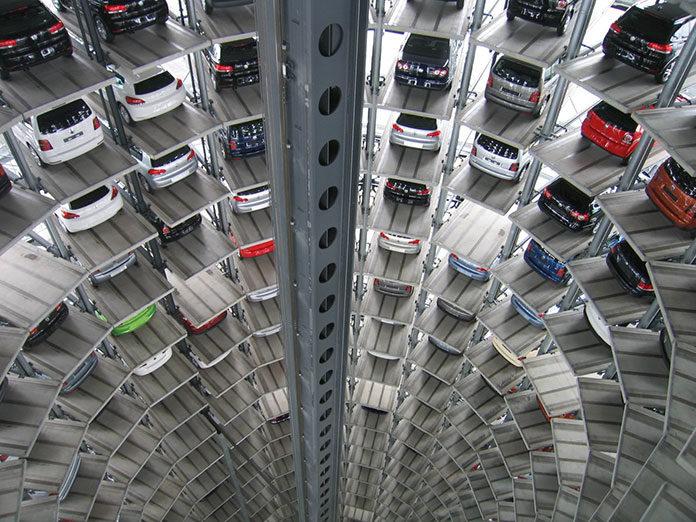 Jak znaleźć parking przed wylotem na wakacje lub w delegację?