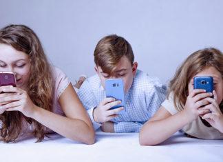 Tani smartfon dla ucznia – poznaj 5 propozycji