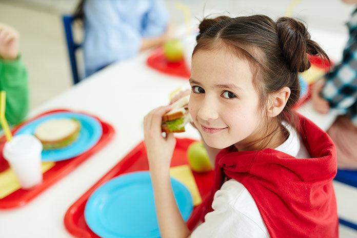 Jakie witaminy podawać dziecku w wieku szkolnym?