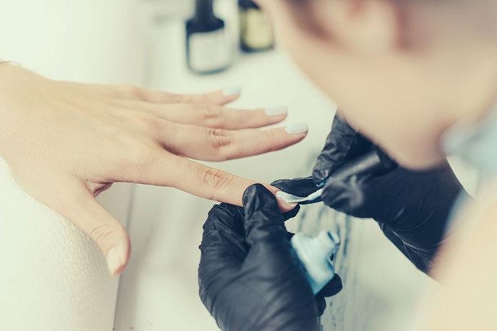 Lakiery i dodatki do pielęgnacji paznokci - bazy, topy , efekty, pyłki