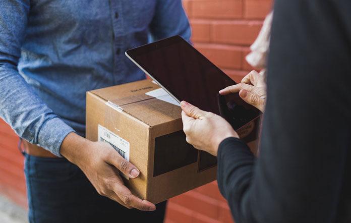 Wysyłka paczki firmą kurierską