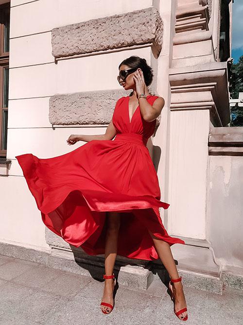 Jak wybrać sukienkę podkreślającą seksapil?