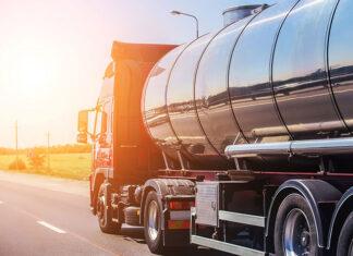 Wady i zalety karty paliwowej, czyli bezgotówkowe rozliczanie płatności w praktyce