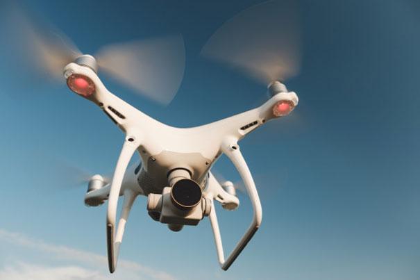 Jak drony pomagają w ratowaniu ludzi