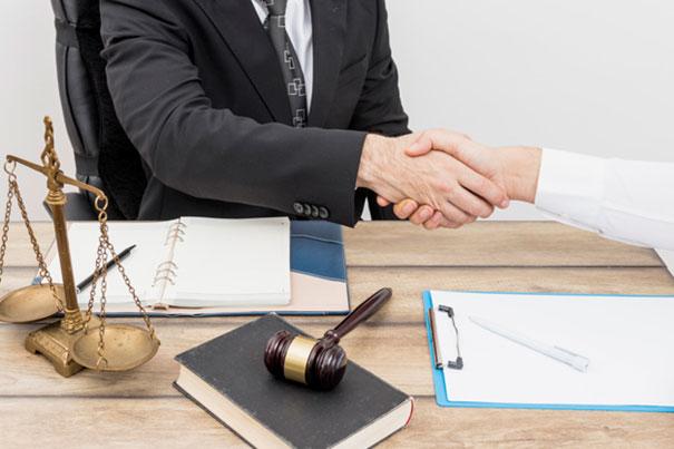 Kto opłaca notariusza przy zakupie mieszkania