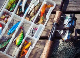 Jakie akcesoria przydadzą się na rybach? Ubrania, sprzęt wędkarski i gadżety