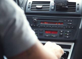 Na co zwrócić uwagę przy wyborze radia samochodowego