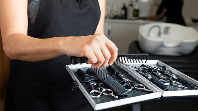 Jak dobrać nożyczki fryzjerskie do dłoni