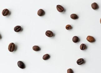 Na czym polega palenie kawy i czy zmienia to jej smak